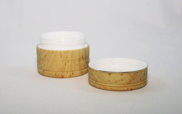 Wood effect jars and closures