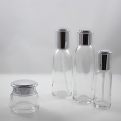 Range of cosmetics packaging with metalized cap