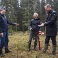 Apple's Tim Cook plants trees at Iggesund, acknowledges Holmen's climate-smart efforts
