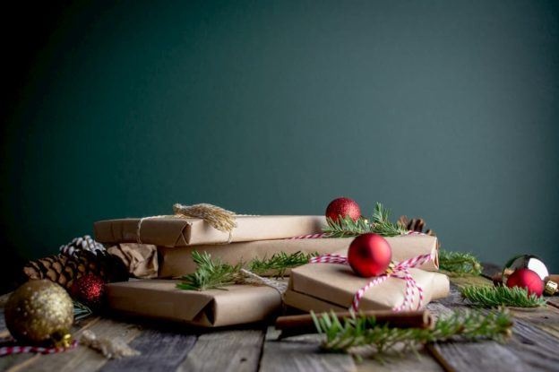 How can you attract Christmas purchases with your packaging?
