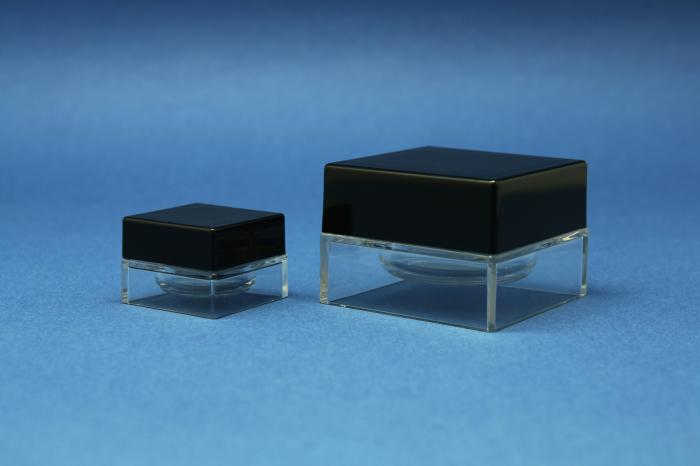 New light-weight square jars, from Pin Mao