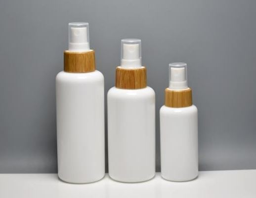 Natural mix & match: bamboo closures & opal glass bottles
