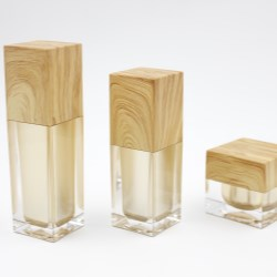 Acrylic bottles with a perfect square shape