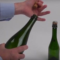 Measuring release torque of sparkling wine closures with a Mecmesin CombiCork and pneumatic clamps