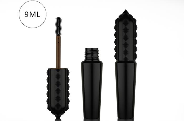 Gothic style and jagged shape for Fancy & Trends very dark mascara pack