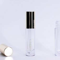 Lipgloss Bottle with Lipstick-Shaped Reservoir