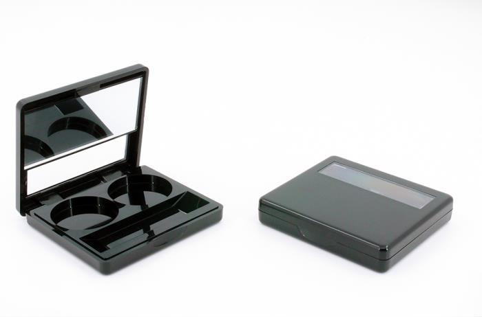 Cosmetic Compact with Magnetic Closure