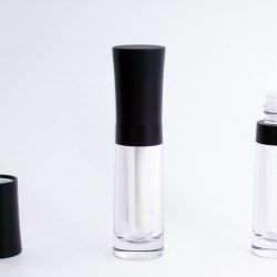 Lipgloss packaging with clear bottle