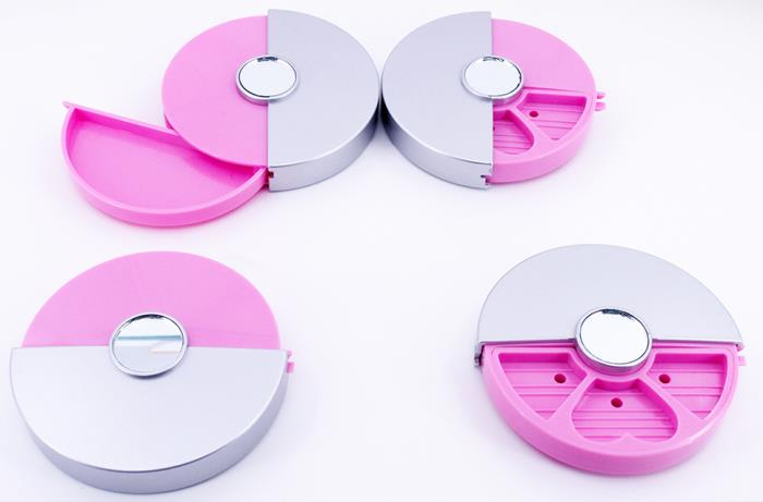 Eyeshadow round compact with cover