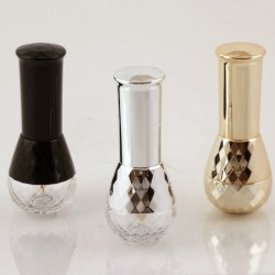 Yuen Myngs crystal-like PCTG bottle in a complete solution