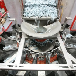 Multihead weigher ideal for weighing and counting hardware